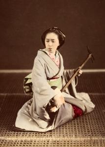 Tokyo_Geisha_with_Shamisen_c1870s,